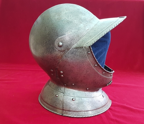 A rare and fine Burgonet helmet.  English Civil War era. Ref 9282. Accessories