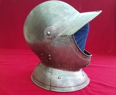 A rare and fine Burgonet helmet.  English Civil War era. Ref 9282.