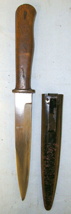 Fighting / Trench Knife With Wood Scales & Scabbard With Integral Belt Clip Fighting / Trench Knife With Wood Scales & Scabbard With Integral Belt Clip Blades